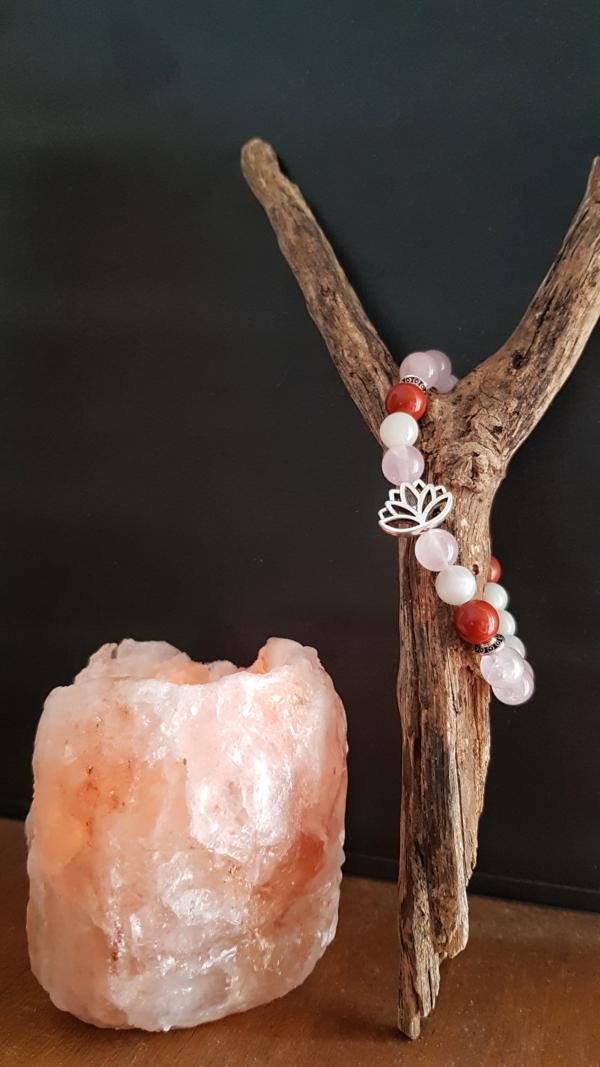 Bracelet feminité quartz rose jaspe rouge pierre de lune enceinte grossesse fleur de lotus